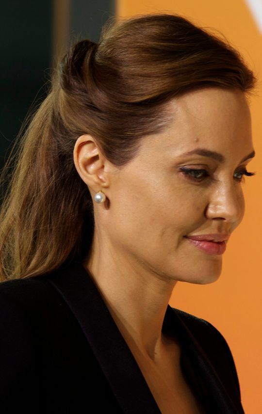 angelina-jolie-hairstyle-side