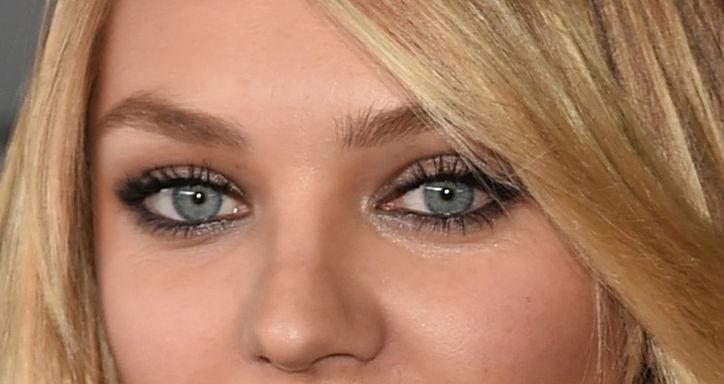 candice-swaenpole-eyeliner-sexy-smoky-eyes-makeup-close