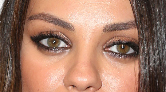 mila-kunis-eyeliner-eyes-how-to-close